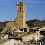 El pueblo de UNCASTILLO, al fondo la iglesia de San Martin. Zaragoza. Aragon. España