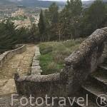 Escaleras de acceso de la ermita Virgen de San Cristobal, al fondo el pueblo de UNCASTILLO. Zaragoza. Aragon. España