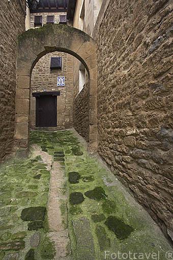 Casa señorial y arco. Pueblo de UNCASTILLO. Zaragoza. Aragon. España