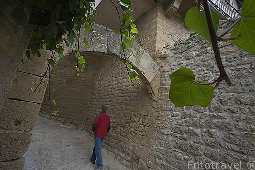 Callizo de Valero y arco. Pueblo de UNCASTILLO. Zaragoza. Aragon. España