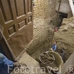 Un antiguo lagar de piedra para guardar el vino descubierto en una casa. Barrio de la juderia. Pueblo de UNCASTILLO. Zaragoza. Aragon. España