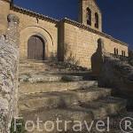 La ermita Virgen de San Cristobal, al fondo el pueblo de UNCASTILLO. Zaragoza. Aragon. España