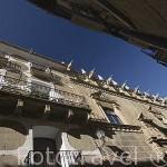 Fachada del edificio del Ayuntamiento y otras casas. Pueblo de UNCASTILLO. Zaragoza. Aragon. España