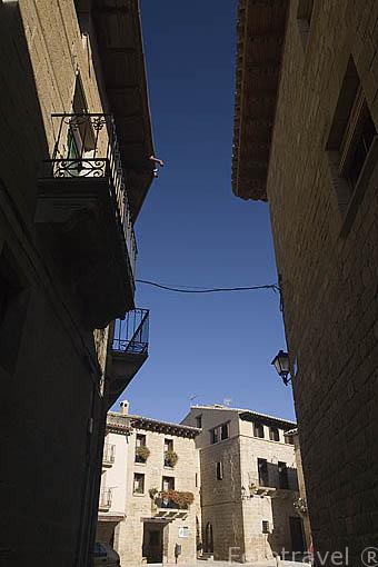 Calle Larues, al fondo la plaza del Mercado. UNCASTILLO. Zaragoza. Aragon. España