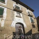 Fachada de una antigua casa junto a la plaza de Santa Maria. Pueblo de UNCASTILLO. Zaragoza. Aragon. España