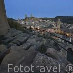 Portada de la iglesia romanica de San Juan, S.XII. Al fondo el pueblo de UNCASTILLO. Zaragoza. Aragon. España