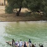 Gente mauritana atravesando el rio Senegal para hacer compras en PODOR, Ciudad Senegalesa.