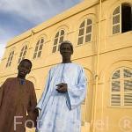 Ibrahim Sy y uno de sus hijos, Mamadou Sy. Guardian de la fortaleza de PODOR. Patrimnonio de la Unesco. Senegal