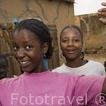 Una joven. Centro de la ciudad de PODOR. al norte de Senegal
