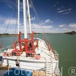Proa del barco Bou El Mogdad. Desde Noviembre 2005 navega como barco turistico por el rio Senegal. Muelle de la ciudad de PODOR. Senegal