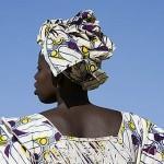 Mujer vestida con su Boubou en el poblado de FANAYE WALO. Norte de Senegal