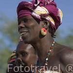 Mujeres vestidas con sus boubous en el poblado de FANAYE WALO. Norte de Senegal