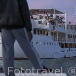 Bou El Mogdad. Barco de hierro que comenzo a navegar el rio Senegal en los años 50 y desde Noviembre 2005 navega como barco turistico. Senegal