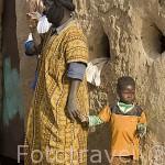 Padre e hijo. Pueblo de SALDE. En la orilla de Mauritania. Rio Senegal. Senegal