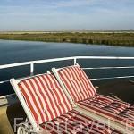 Tumbonas. En la cubierta superior del barco de hierro Bou El Mogdad. Norte de Senegal
