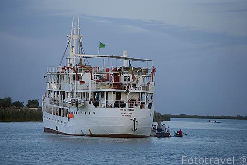 El barco de hierro Bou El Mogdad convertido en barco turistico desde noviembre de 2005. Rio Senegal. Norte de Senegal