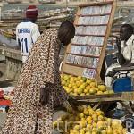 Venta de cds, dvds y otros productos en las calles. Ciudad de SAINT LOUIS. Senegal